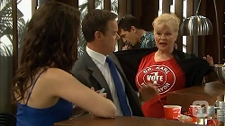 Kate Ramsay, Paul Robinson, Sheila Canning in Neighbours Episode 6802