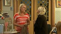 Lauren Turner, Lucy Robinson in Neighbours Episode 6807