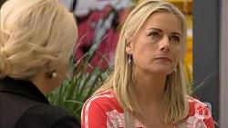 Lucy Robinson, Lauren Turner in Neighbours Episode 6807