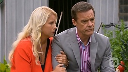 Lucy Robinson, Paul Robinson in Neighbours Episode 6808