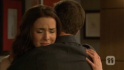 Kate Ramsay, Paul Robinson in Neighbours Episode 6813