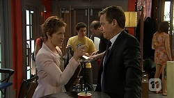 Susan Kennedy, Paul Robinson in Neighbours Episode 6817