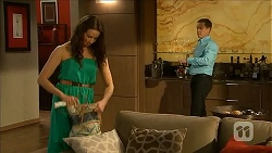 Kate Ramsay, Paul Robinson in Neighbours Episode 6825