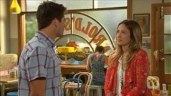 Chris Pappas, Sonya Mitchell in Neighbours Episode 6826