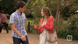 Chris Pappas, Sonya Mitchell in Neighbours Episode 6827