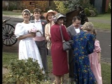 Zoe Davis, Tom Ramsay, Madge Bishop, Nell Mangel, Harry Henderson, Helen Daniels, Lucy Robinson in Neighbours Episode 0295