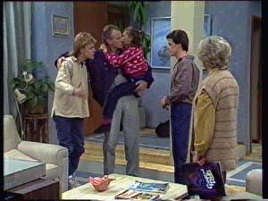 Scott Robinson, Jim Robinson, Lucy Robinson, Paul Robinson, Helen Daniels in Neighbours Episode 0328
