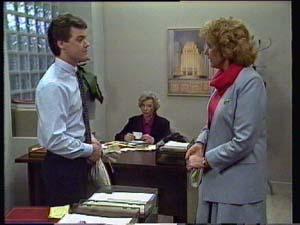 Paul Robinson, Madge Mitchell, Helen Daniels in Neighbours Episode 0330