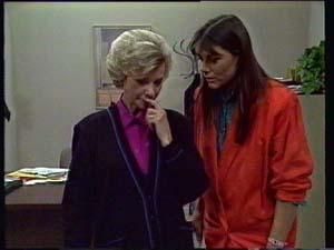 Helen Daniels, Zoe Davis in Neighbours Episode 0330