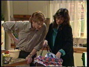 Clive Gibbons, Susan Cole, Sam Cole in Neighbours Episode 0331