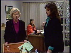 Helen Daniels, Susan Cole, Zoe Davis in Neighbours Episode 0331