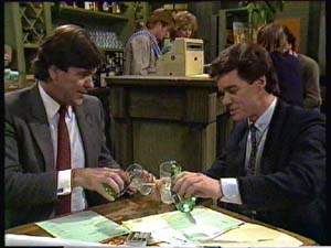Clive Gibbons, Madge Bishop, Paul Robinson in Neighbours Episode 0331