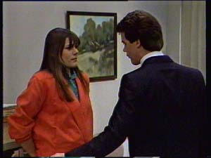 Zoe Davis, Paul Robinson in Neighbours Episode 0331