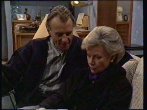 Jim Robinson, Helen Daniels in Neighbours Episode 0334