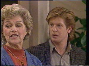 Edna Ramsay, Clive Gibbons in Neighbours Episode 0334