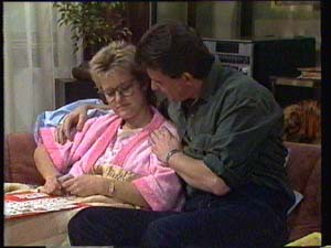 Daphne Clarke, Des Clarke in Neighbours Episode 0334