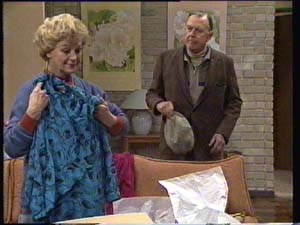 Edna Ramsay, Dan Ramsay in Neighbours Episode 0334