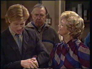 Edna Ramsay, Dan Ramsay, Clive Gibbons in Neighbours Episode 0335