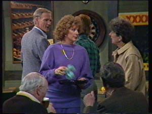 Ray Murphy, Madge Mitchell, Nell Mangel in Neighbours Episode 0336