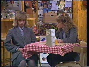 Jane Harris, Charlene Mitchell in Neighbours Episode 0337