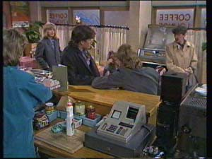 Daphne Clarke, Jane Harris, Mike Young, Charlene Mitchell, Scott Robinson, Nell Mangel in Neighbours Episode 0337