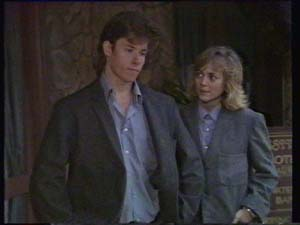 Mike Young, Jane Harris in Neighbours Episode 0337