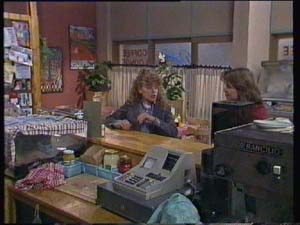 Charlene Mitchell, Sue Parker in Neighbours Episode 0337