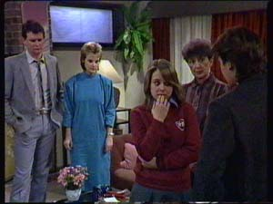 Sue Parker, Mike Young, Nell Mangel, Des Clarke, Daphne Clarke in Neighbours Episode 0338