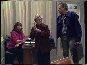 Susan Cole, Helen Daniels, Jim Robinson in Neighbours Episode 0339