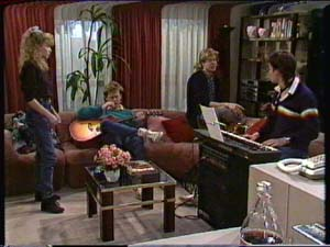 Charlene Mitchell, Clive Gibbons, Mike Young, Scott Robinson in Neighbours Episode 0340