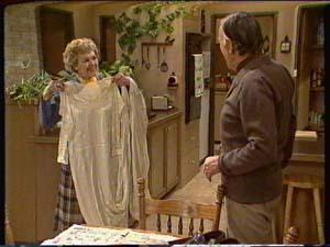 Edna Ramsay, Dan Ramsay in Neighbours Episode 0342