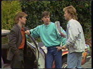 Clive Gibbons, Mike Young, Scott Robinson in Neighbours Episode 0342