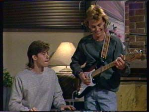 Mike Young, Scott Robinson in Neighbours Episode 0344