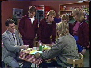 Des Clarke, Mike Young, Scott Robinson, Charlene Mitchell, Jane Harris, Warrick Capper in Neighbours Episode 0345