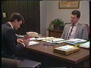 Paul Robinson, Des Clarke in Neighbours Episode 0345