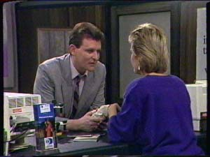 Des Clarke, Daphne Clarke in Neighbours Episode 0345