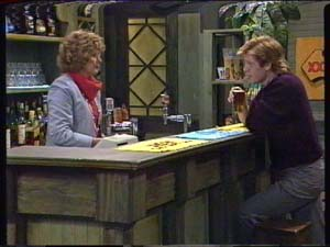 Madge Mitchell, Clive Gibbons in Neighbours Episode 0346