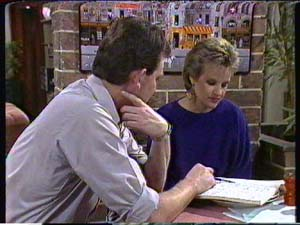 Des Clarke, Daphne Clarke in Neighbours Episode 0347