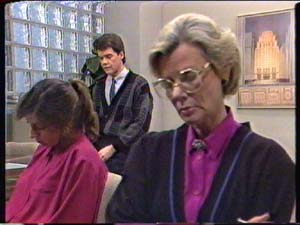 Susan Cole, Paul Robinson, Helen Daniels in Neighbours Episode 0347