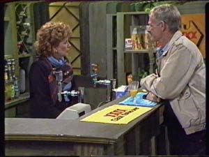 Madge Bishop, Ray Murphy in Neighbours Episode 0348