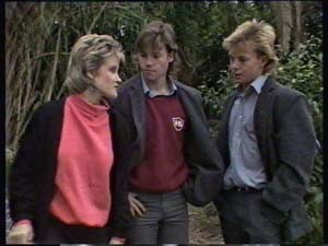 Daphne Clarke, Mike Young, Scott Robinson in Neighbours Episode 0349