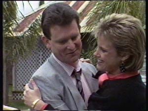Des Clarke, Daphne Clarke in Neighbours Episode 0349