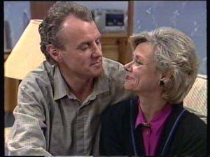 Jim Robinson, Helen Daniels in Neighbours Episode 0349