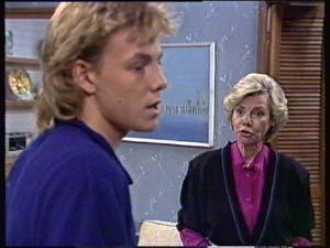 Scott Robinson, Helen Daniels in Neighbours Episode 0350