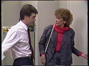 Madge Mitchell, Paul Robinson in Neighbours Episode 0350