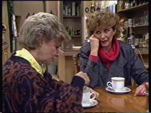 Helen Daniels, Madge Mitchell in Neighbours Episode 0350