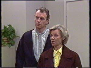 Jim Robinson, Helen Daniels in Neighbours Episode 0350