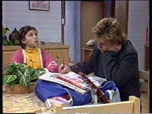 Lucy Robinson, Scott Robinson in Neighbours Episode 0350