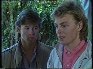 Scott Robinson, Mike Young in Neighbours Episode 0352