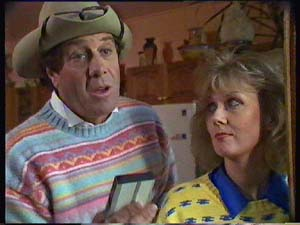 Molly Meldrum in Neighbours Episode 0352